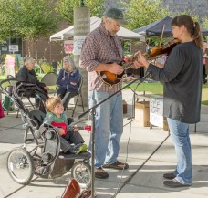 Fiddle & guitar tunes from the Fitch family – Gary, Rose & Reilly, August 22nd.